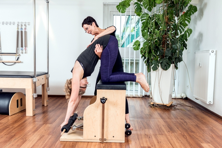 Pilates Training mit Hildegard Bohlig am Chair
